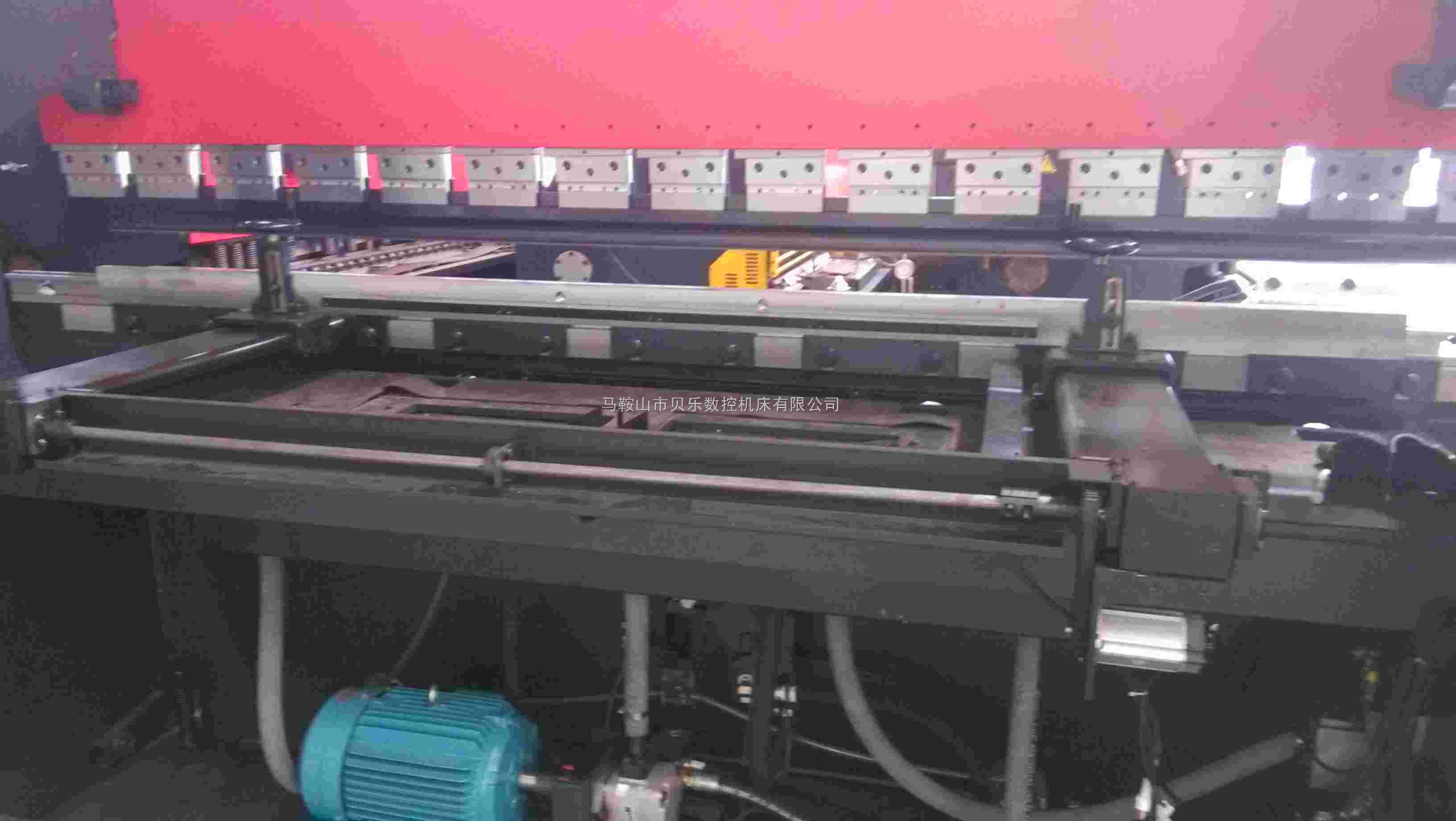 贝乐精品折弯机 下传动数控折弯机     品质保证