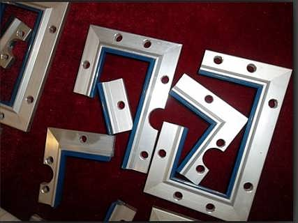 > 订制数控机床导轨刮屑板  基本类型s采用双面刮舌安装,能够防冷却液
